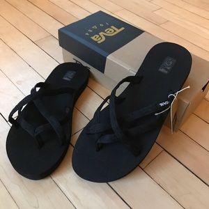 Teva Olowahu black sandals/flip-flops